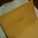 小さい財布ダンボーバージョン 内部に型押しされたマーク